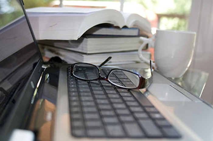 A+laptop+keyboard+with+glasses-tile