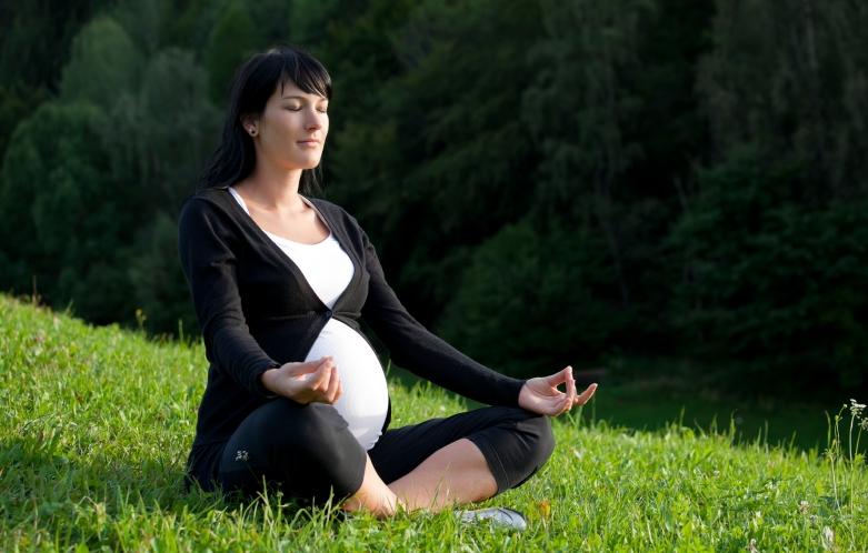 pregnant-meditation
