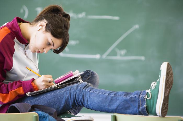 adolescente-adolescentes-chicos-hijos-escuela-vuelta_al_cole-getty-nena_MUJIMA20120816_0006_29