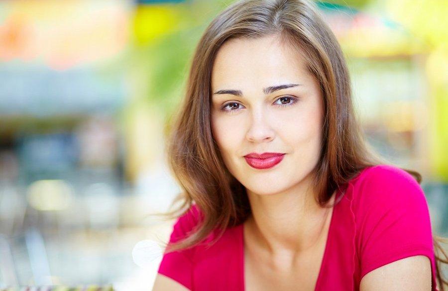 naine-ilu-nagu-huuled-soeng-juuksed-65998464