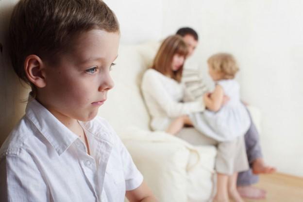 Детская ревность: что делать, если ребенок ревнует маму в 2019 году